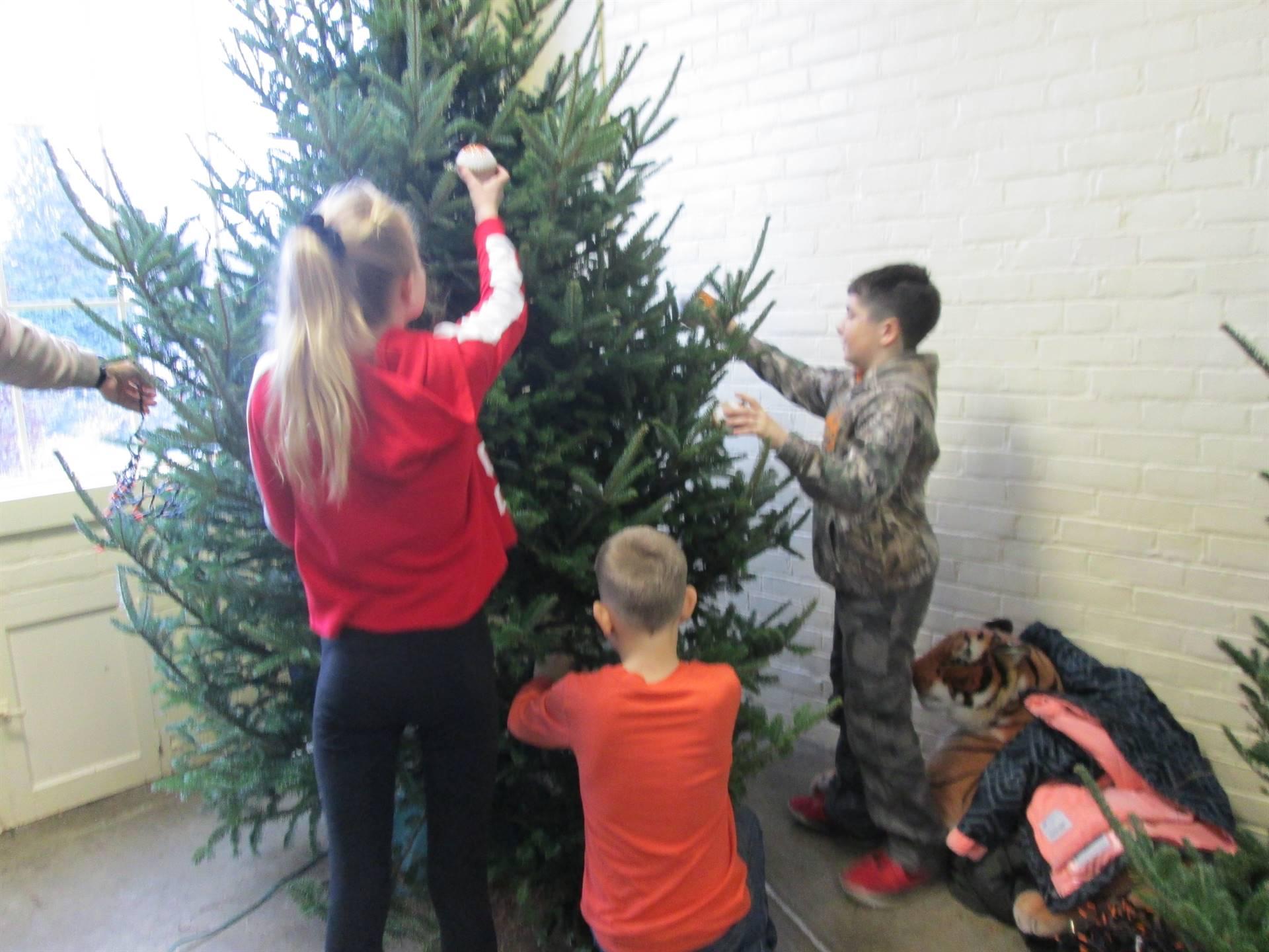 K-Kids, McKenzie Musgrove,Mason Hamilton,Aiden Restelli tree for Kingwood