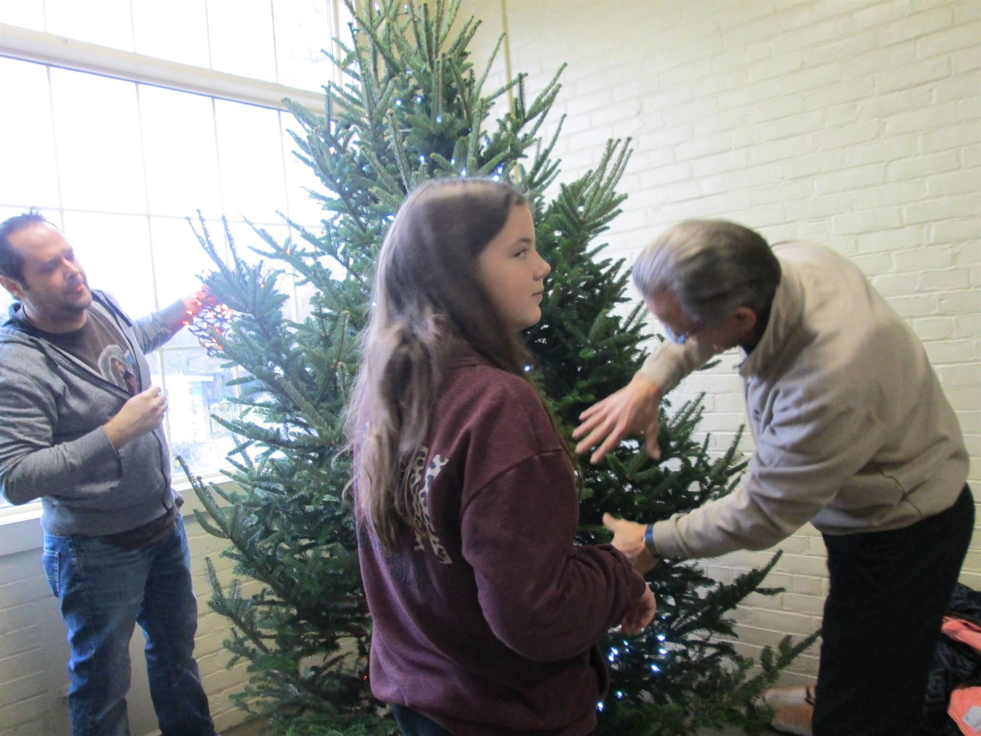 Quinn Hodapp helping decorate Malabar Tree @ Kingwood